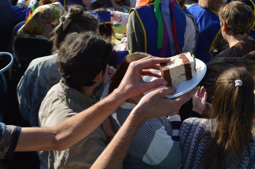 Как запорожцы праздничный торт ели – фото, видео, фото-6