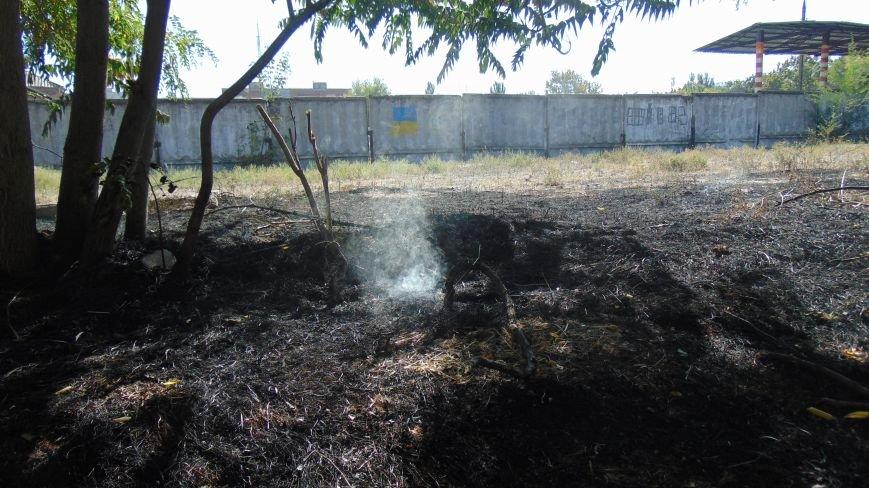 Пожар у базы Нацгвардии в Мариуполе встревожил  местных жителей (ФОТОФАКТ) (фото) - фото 2