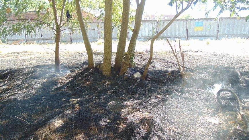 Пожар у базы Нацгвардии в Мариуполе встревожил  местных жителей (ФОТОФАКТ) (фото) - фото 3