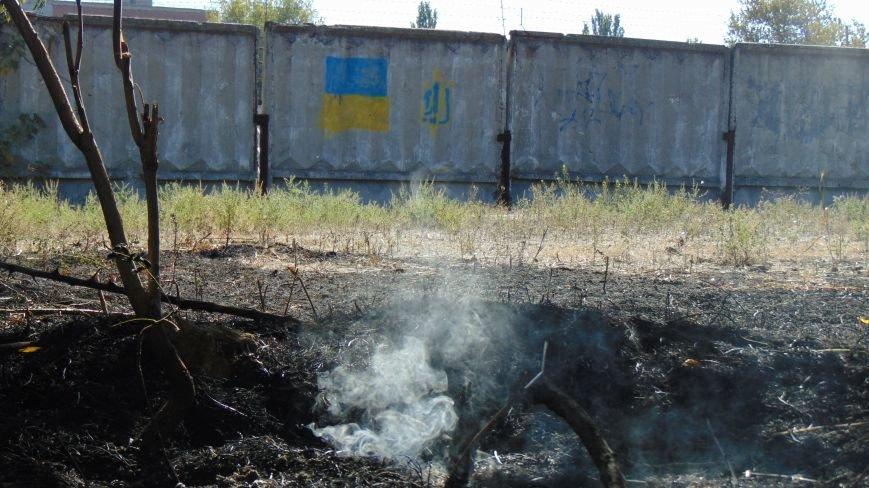 Пожар у базы Нацгвардии в Мариуполе встревожил  местных жителей (ФОТОФАКТ) (фото) - фото 1