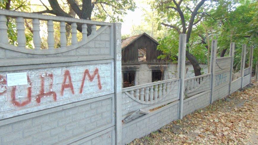 Мариупольские вандалы обезобразили проспект Нахимова (ФОТОФАКТ) (фото) - фото 1
