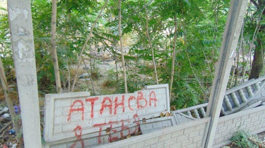 Мариупольские вандалы обезобразили проспект Нахимова (ФОТОФАКТ) (фото) - фото 3
