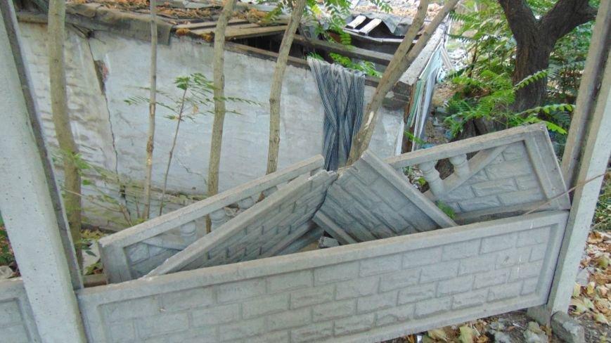 Мариупольские вандалы обезобразили проспект Нахимова (ФОТОФАКТ) (фото) - фото 2