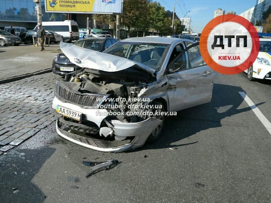 На Победы столкнулись два легковых авто, есть пострадавшие (ФОТО), фото-4