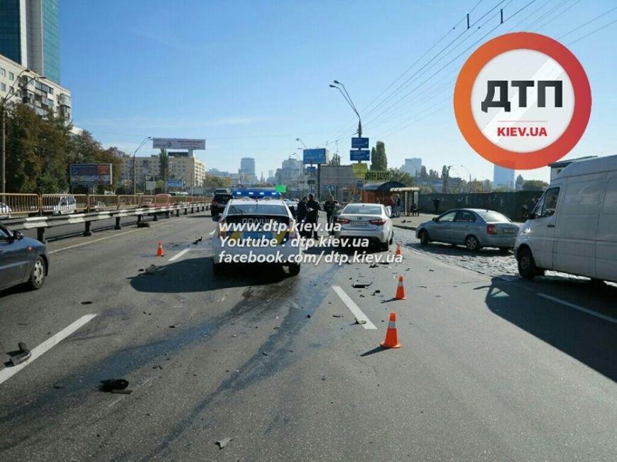 На Победы столкнулись два легковых авто, есть пострадавшие (ФОТО), фото-1