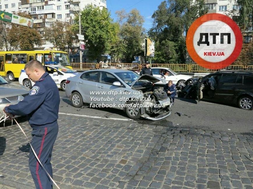 На Победы столкнулись два легковых авто, есть пострадавшие (ФОТО), фото-2