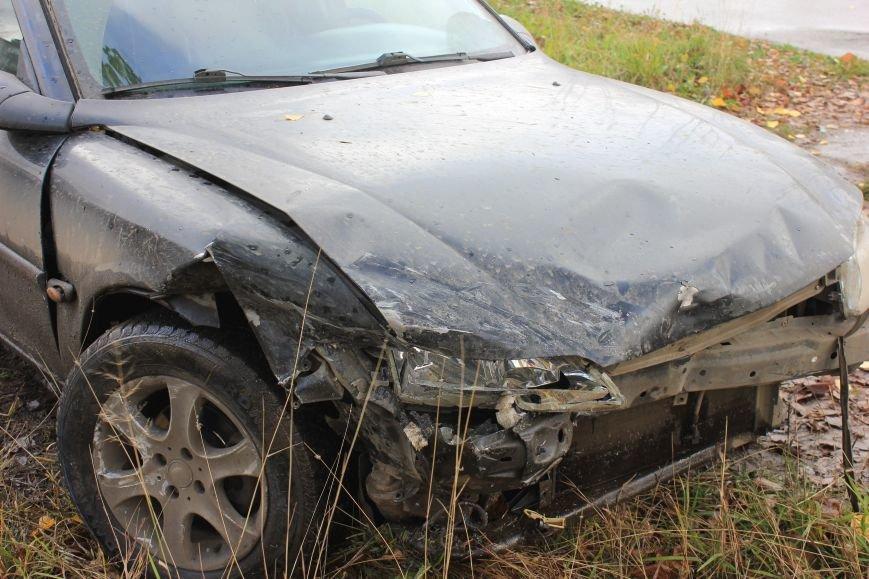 Автомобилисты не вписались в поворот, фото-1