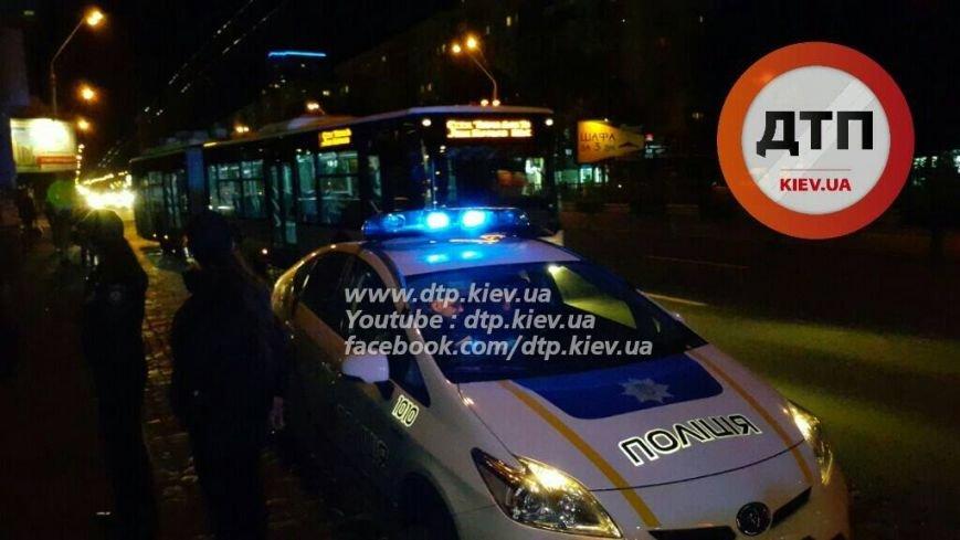 На Победы водитель Mercedes снёс остановку (ФОТО), фото-4