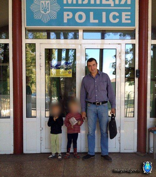 В Мариуполе милиционеры нашли на улице двух брошенных детей (ФОТО), фото-1