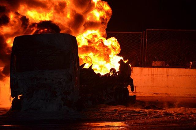 В Николаеве на заправке взорвались бензовозы (ФОТО+ВИДЕО), фото-1