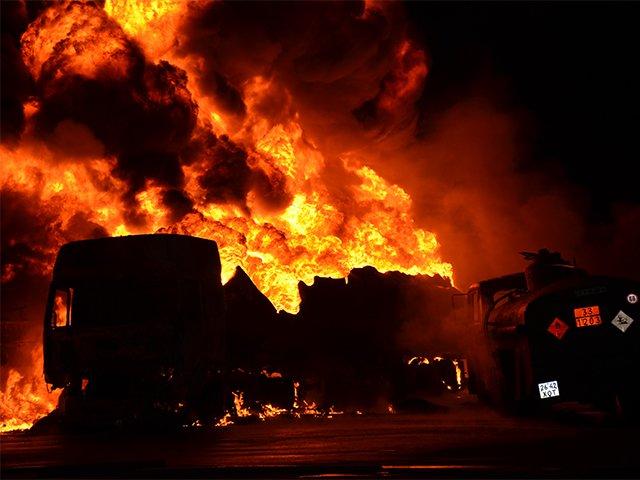 В Николаеве на заправке взорвались бензовозы (ФОТО+ВИДЕО), фото-2