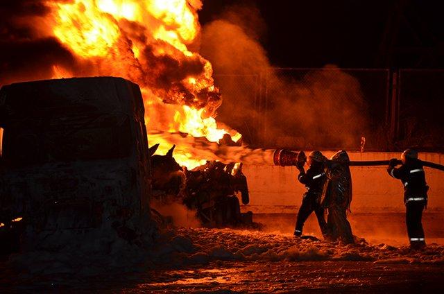 В Николаеве на заправке взорвались бензовозы (ФОТО+ВИДЕО), фото-3