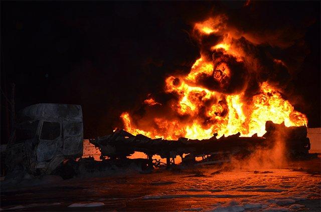 В Николаеве на заправке взорвались бензовозы (ФОТО+ВИДЕО), фото-4