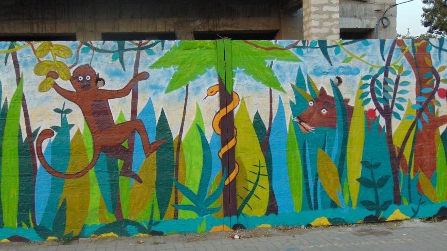 В центре Мариуполя появился уголок библейского Эдема (ФОТОФАКТ) (фото) - фото 1