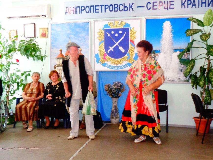 Днепропетровские пенсионеры сами поздравили себя с Днем пожилого человека (ФОТО) (фото) - фото 2