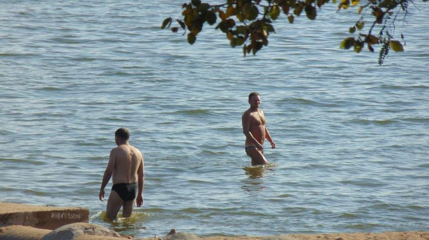 Мариупольцы с удовольствием продолжили пляжный сезон (ФОТОФАКТ) (фото) - фото 1