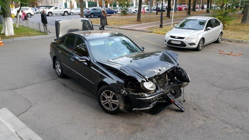 На Воздухофлотском столкнулись Hyundai и Mercedes (ФОТО), фото-1