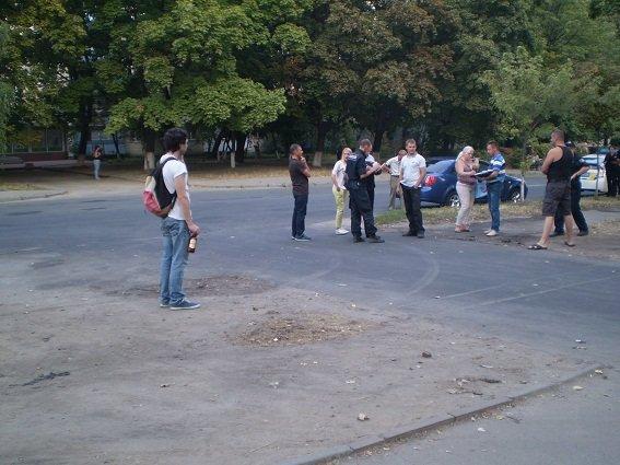 В Киеве злоумышленник ограбил женщину, угрожая бутылкой в форме пистолета (ФОТО) (фото) - фото 1