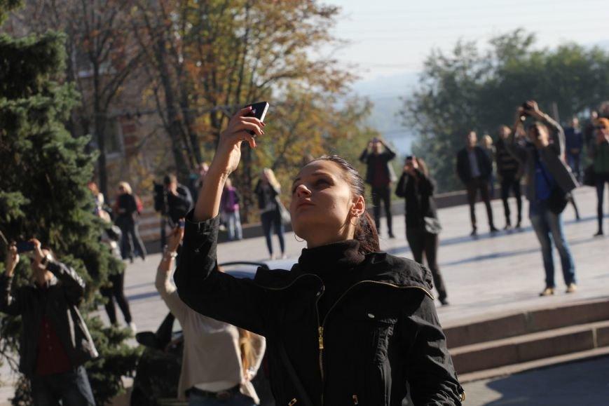 В Днепропетровске пропала гравитация: воздушные гимнасты танцевали на стене небоскреба, фото-5