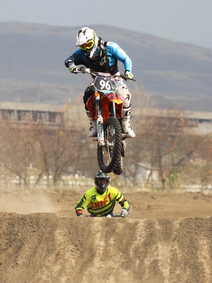 Соревнования по гонкам на мотоциклах