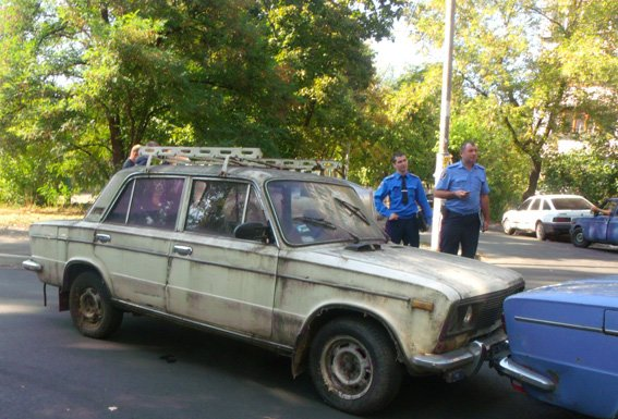 В Киеве студенты угнали сломанный и незаправленный автомобиль (ФОТО) (фото) - фото 1