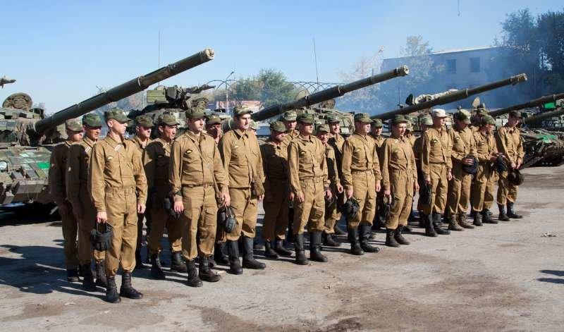 Как выводили танки «ЛНР» из Луганска (ФОТОРЕПОРТАЖ) (фото) - фото 1