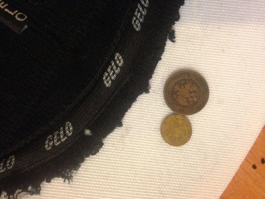 «Антикварные» шапки: работница ЮЖД пыталась вывезти старинные монеты за границу, используя хитроумный тайник (ФОТО), фото-1