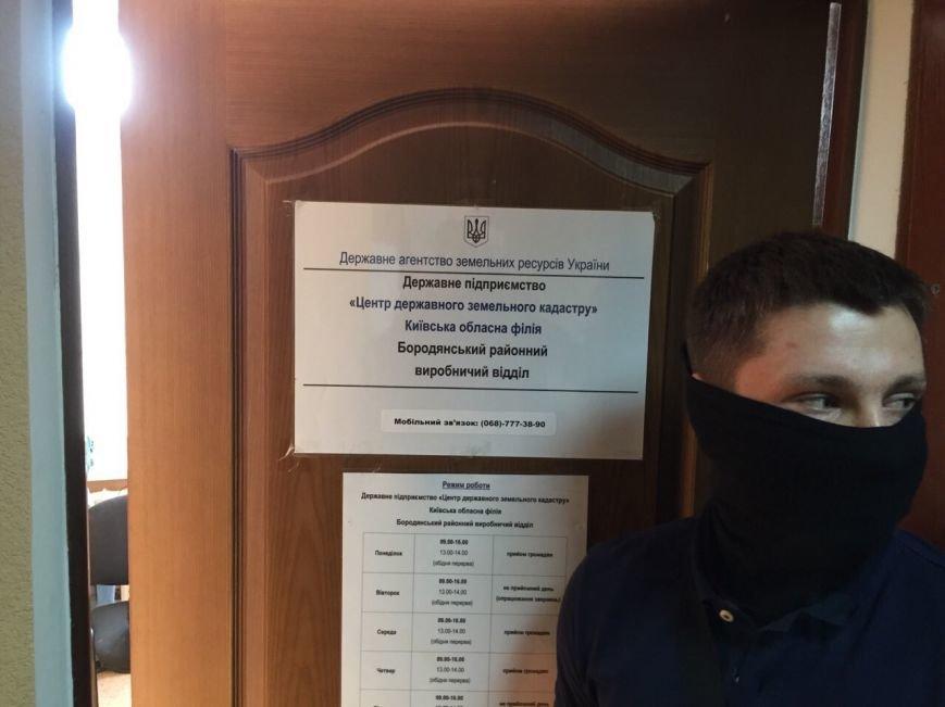 В Киевской области на взятке в 130 тыс. грн попались два чиновника (ФОТО) (фото) - фото 1