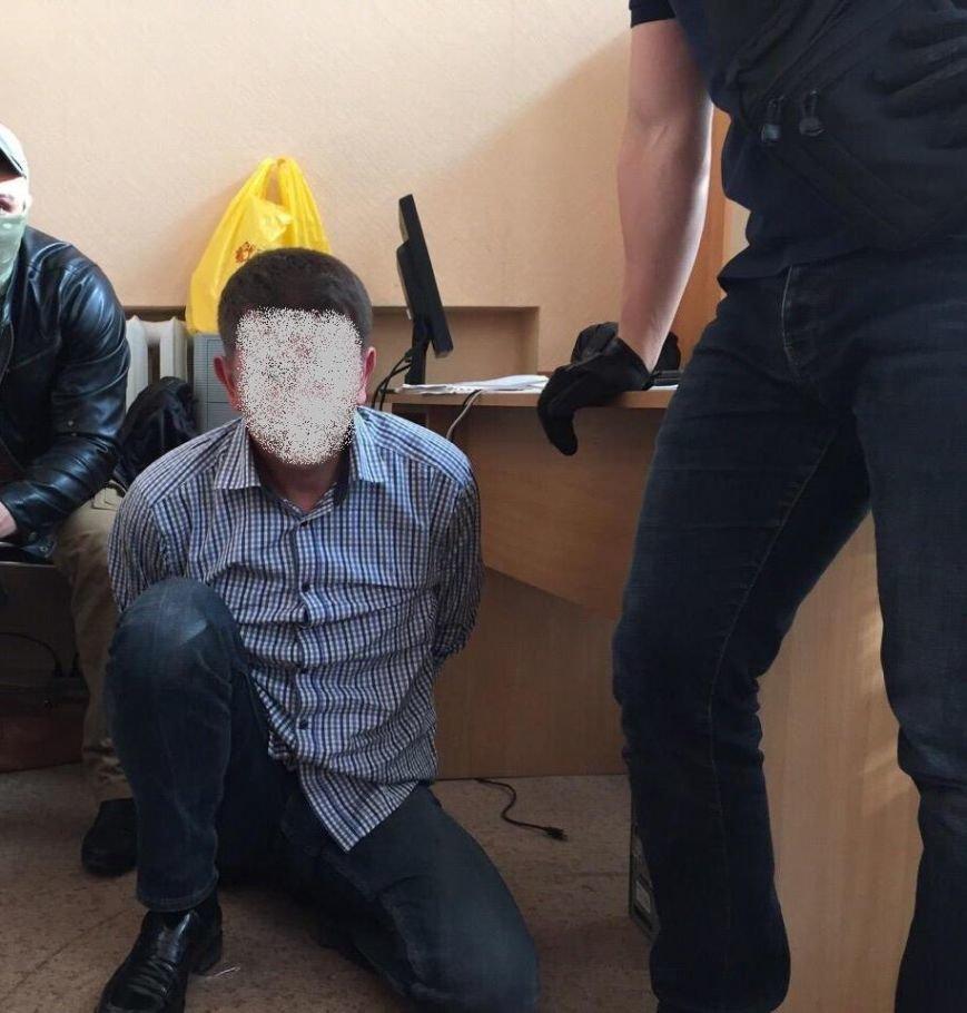В Киевской области на взятке в 130 тыс. грн попались два чиновника (ФОТО) (фото) - фото 2