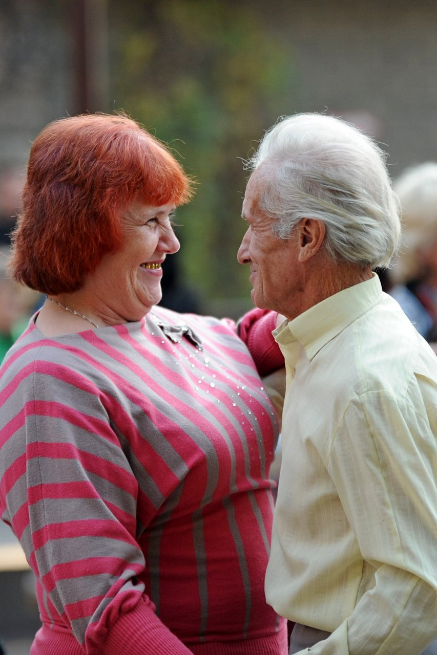 Мэрия вынуждает пенсионеров танцевать под открытым небом, фото-4