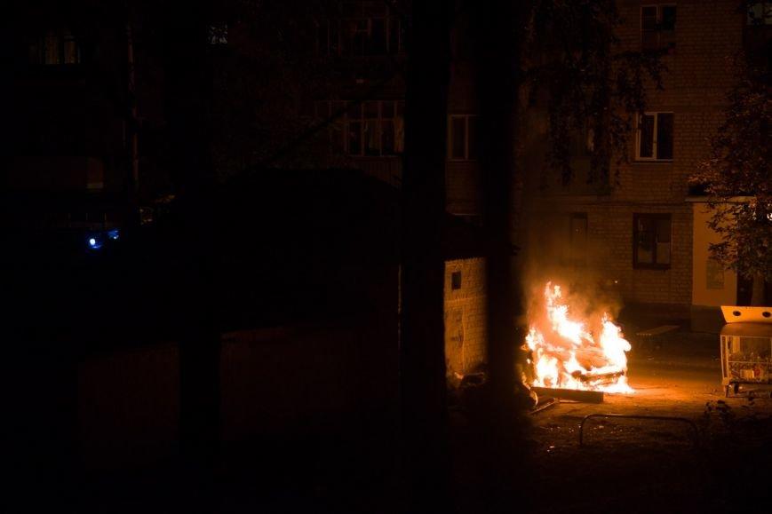 На улице Харьковских дивизий сгорел автомобиль: правоохранители не исключают поджог (фото) - фото 1