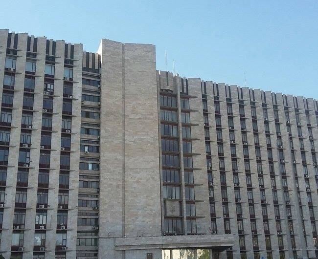 """На крыше здания бывшего  ДонОГА в Донецке пропали флаги """"ДНР"""" (фото) - фото 3"""