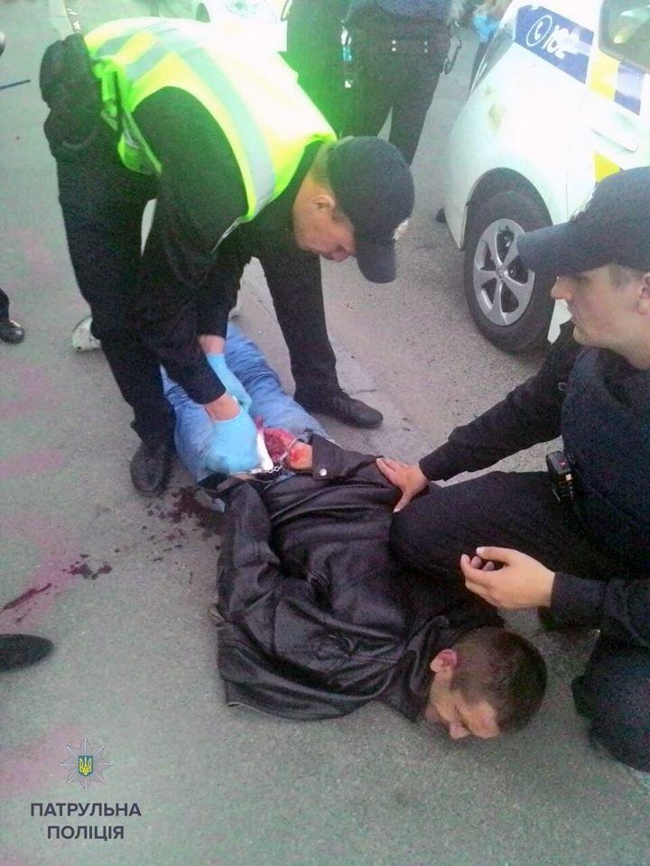 В Киеве полицейские задержали мужчину, который ранил ножом двоих человек (ФОТО) (фото) - фото 1
