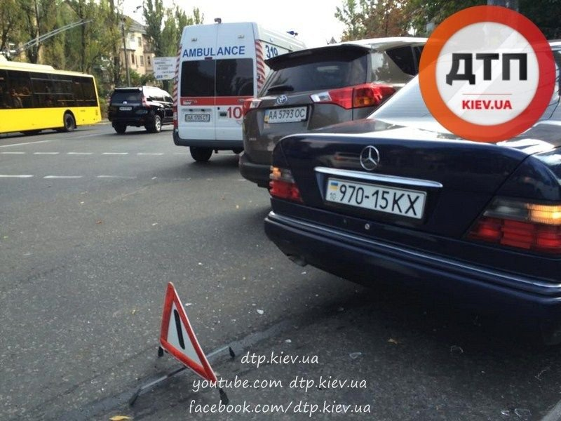 В Киеве два столкнувшихся автомобиля вынесло на тротуар (ФОТО), фото-3