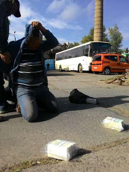 В Киеве задержали банду вымогателей, которой руководил подполковник СБУ (ФОТО) (фото) - фото 2