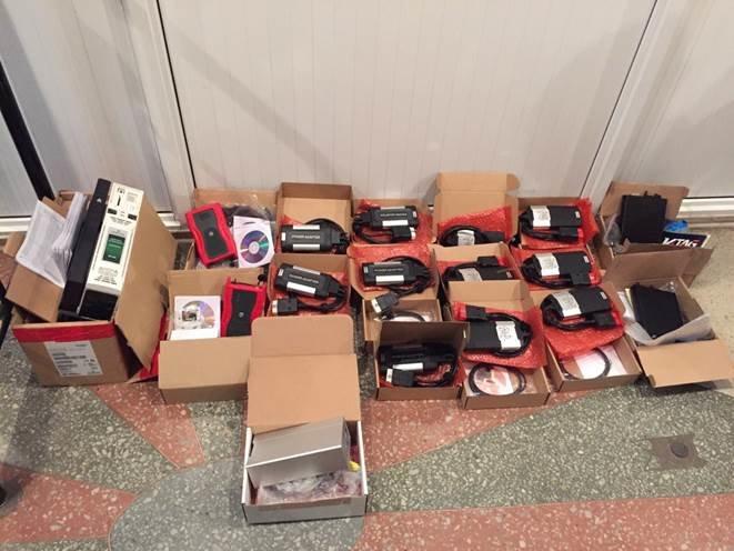 СБУ в Конотопі з потягу Київ-Москва вилучила 40 коробок з військовими товарами (фото) - фото 1