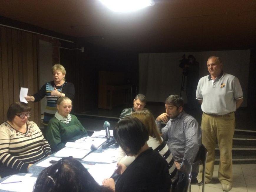 В Мариуполе теркомиссия хотела выгнать журналистов,  зарылась в жалобах и отстранила председателя районной комиссии (ФОТО) (фото) - фото 4