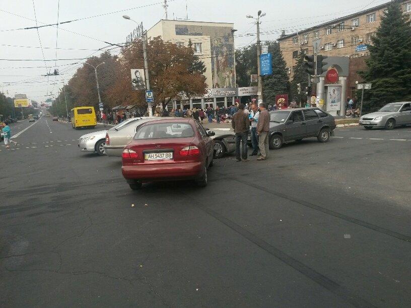 Роковой перекресток: в центре Мариуполя столкнулось 5 автомобилей (ФОТО), фото-6
