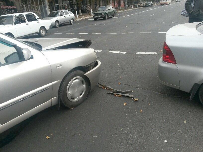 Роковой перекресток: в центре Мариуполя столкнулось 5 автомобилей (ФОТО), фото-3