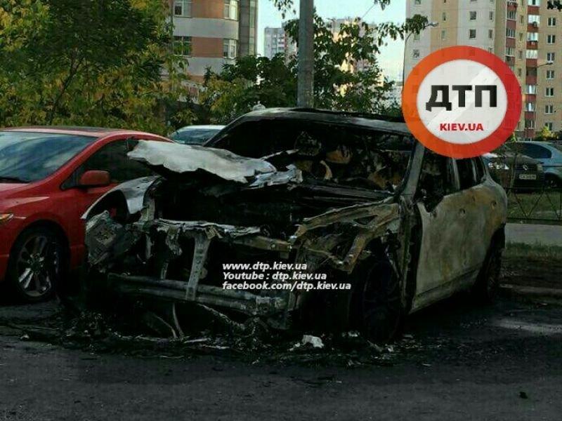 В Киеве неизвестные сожгли новый Porsche Cayenne (ФОТО), фото-3