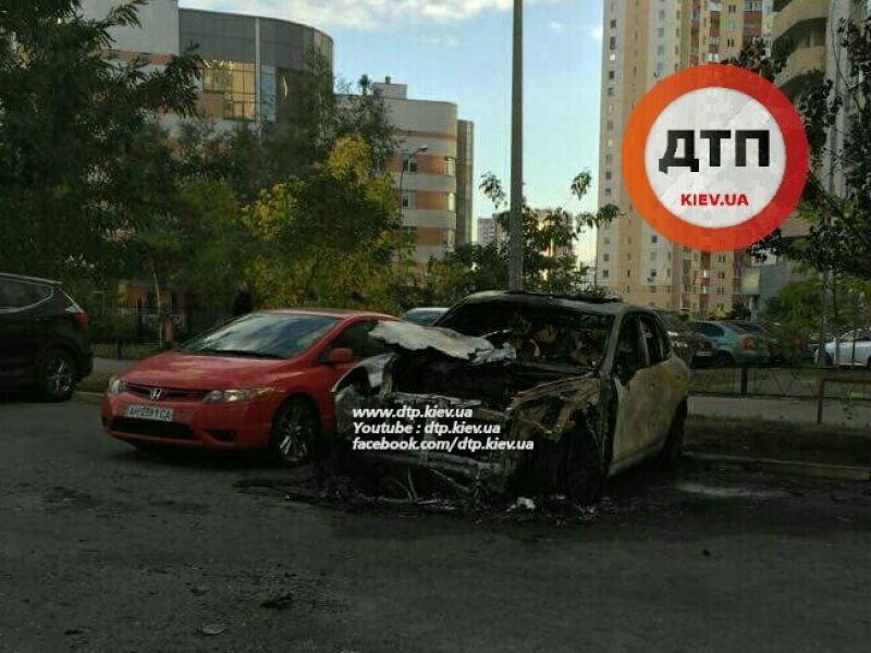 В Киеве неизвестные сожгли новый Porsche Cayenne (ФОТО), фото-2