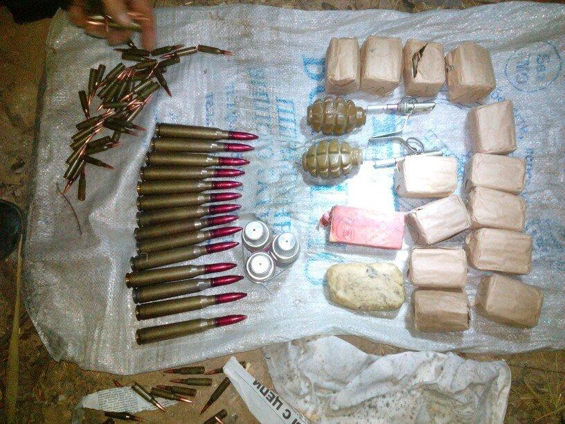 Под Мариуполем обнаружен склад боеприпасов (ФОТО) (фото) - фото 1
