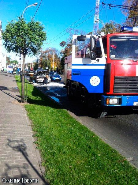 В Гомеле в районе остановки «ул. Жарковского» прямо на ходу загорелся автомобиль, фото-3