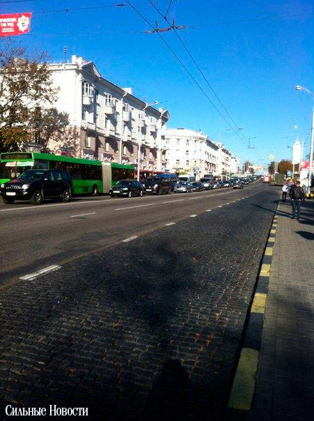 В Гомеле в районе остановки «ул. Жарковского» прямо на ходу загорелся автомобиль, фото-2