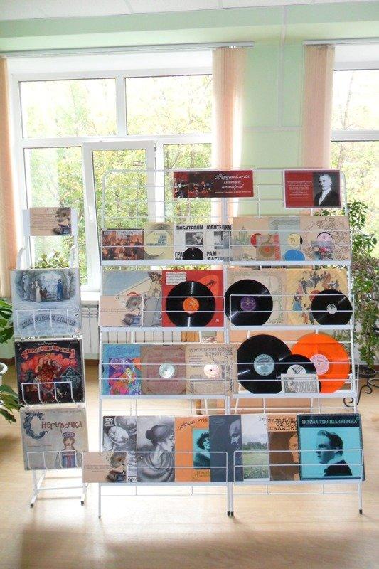 В Горьковке проходит выставка «Крутнем-ка старый патефон!» (фото) - фото 4