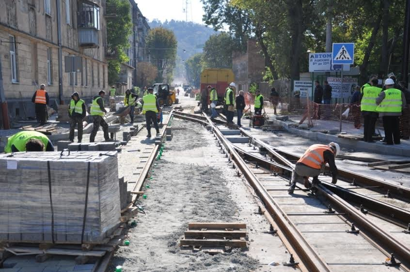 На вулиці Гайдамацькій та Хмельницького почали облаштовувати дорогу (ФОТО) (фото) - фото 3