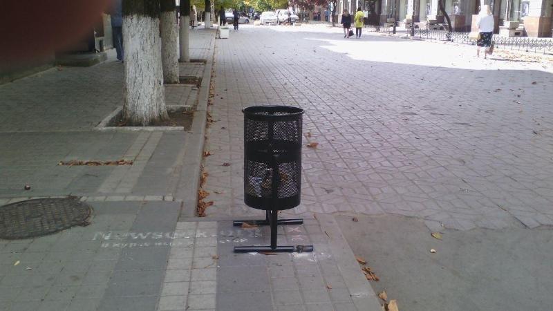 В Симферополе начали устанавливать обещанные урны. Украинские... (ФОТО) (фото) - фото 3