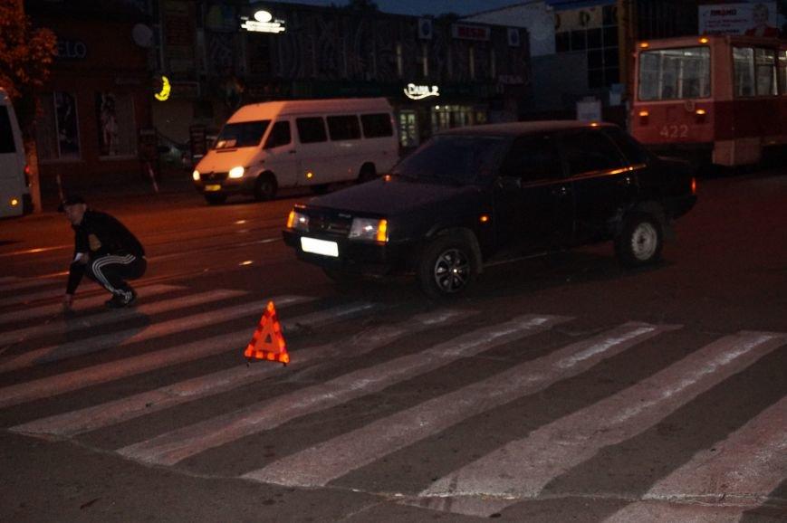 ДТП в Кривом Роге: «ВАЗ 99» от сильного удара в правый бок развернуло на 180 градусов и выбросило на трамвайные пути (ФОТО) (фото) - фото 1