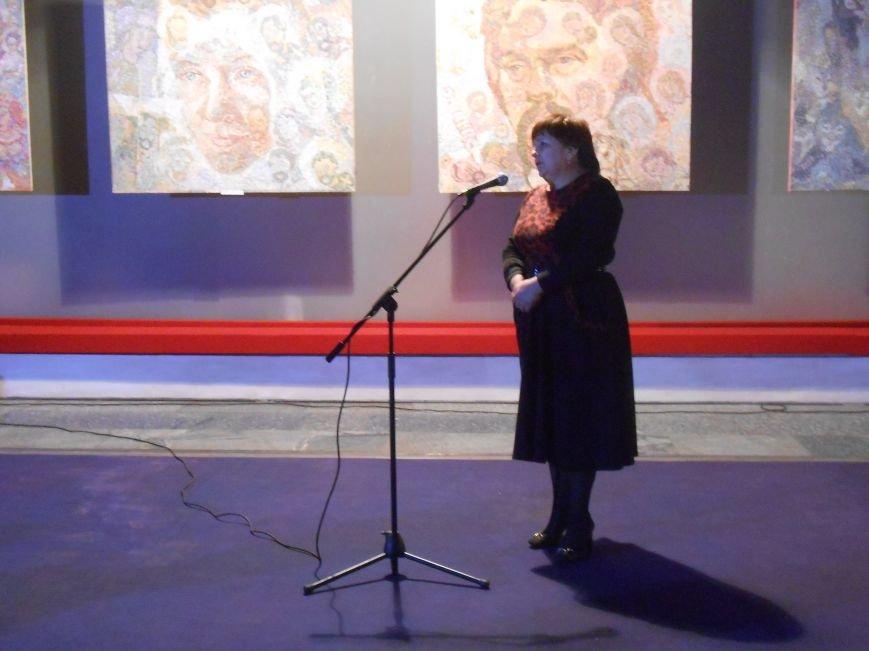 В музее истории Днепродзержинска открылась художественная выставка «Молитва за Украину» (фото) - фото 6