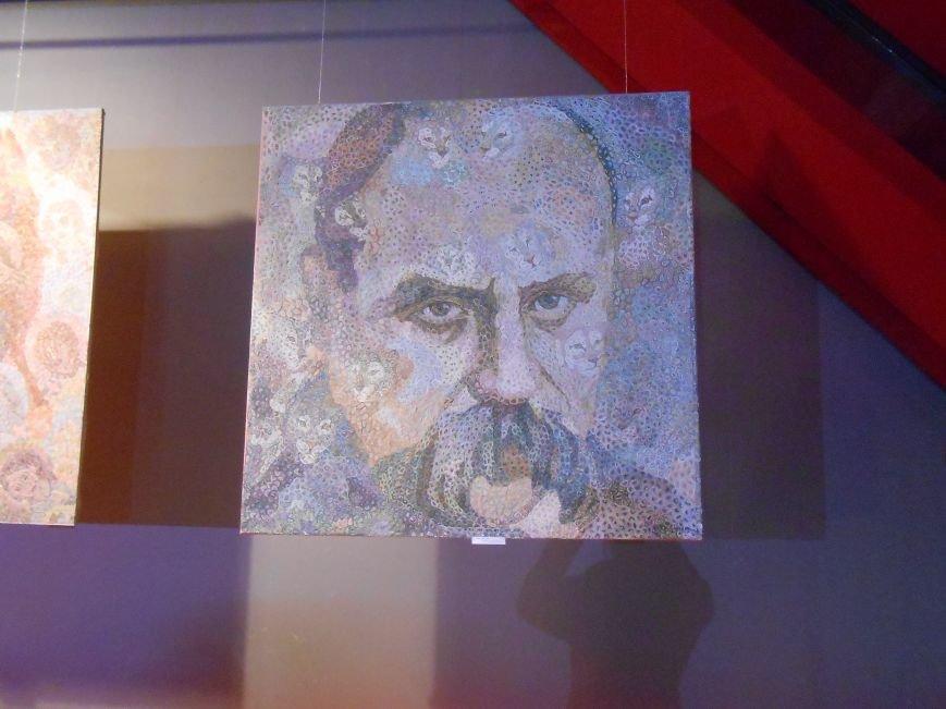 В музее истории Днепродзержинска открылась художественная выставка «Молитва за Украину» (фото) - фото 3